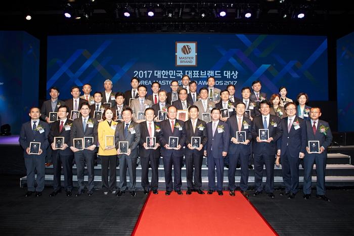 2017브랜드대상 단체01.jpg